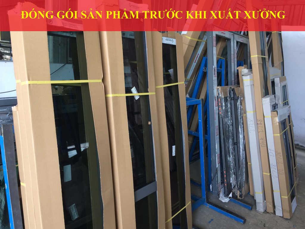 Đóng gói sản phẩm cửa nhôm Phương Trang Window
