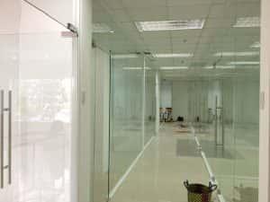 cửa kính cường lực tphcm mang lại không gian sang trọng hơn