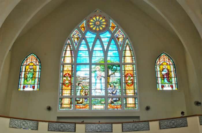 tranh kính nhà thờ đẹp