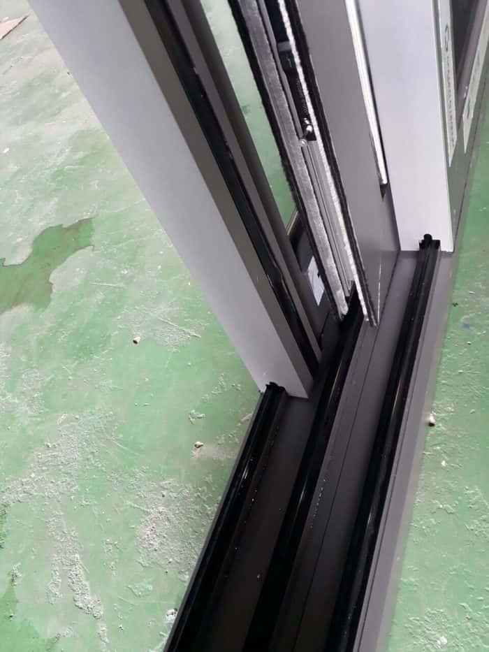 cửa nhôm lùa 3 ray có lưới chống muỗi