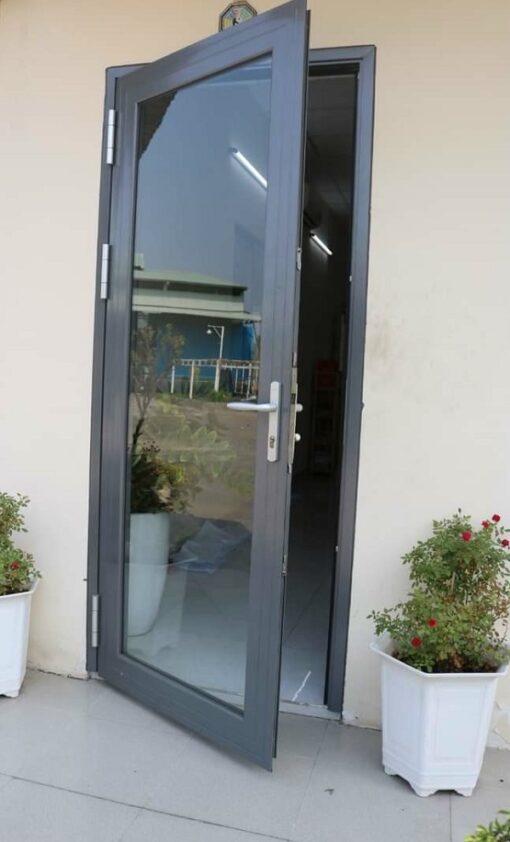 cửa nhôm 1 cánh mở ra
