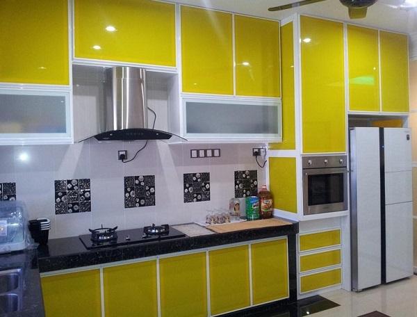 Tủ bếp nhôm kính sử dụng kính sơn màu